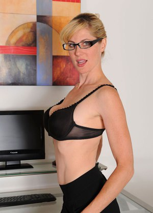 Big Titted Girls With Glasses and Huge Saggy Boobs Pics