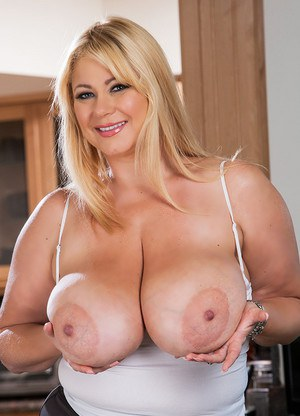 Beautiful mature with big tits masturbates